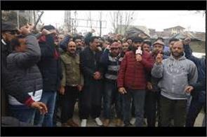 families of kashmiri employees sent back to kashmir