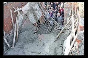 labourer killed and 8 injured in kupwara