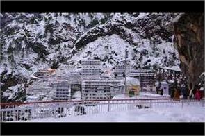 fresh snowfall at vaishno devi chopper service shut