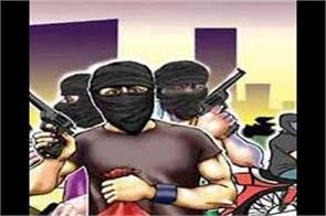 1 90 lakh looted from the petrol pump at the tip of the weapon in samba