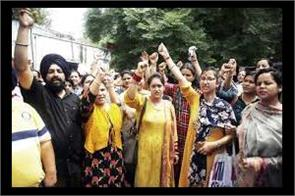 contractual lecturers protest in kathua college