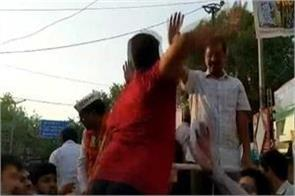 arvind kejriwal slaps aap supporters wife refuses