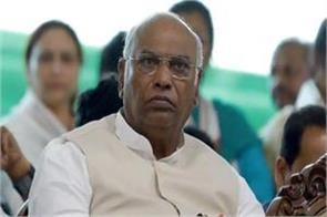 congress can bet on manmohan singh as pm manmohan singh against pm modi