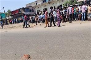 lockdown 3 0 migrant workers pelt stones at police in surat
