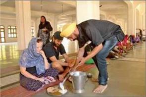 sikh community start free langar for stranded kashmiri yatris