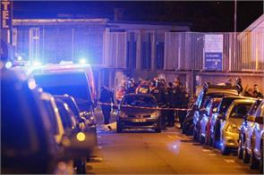 paris attacks linked to a person registered as refugees in greece