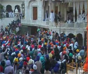 tension at golden temple jathedar shown black flags