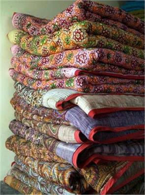 every family must purchase at least 100 rupees khadi