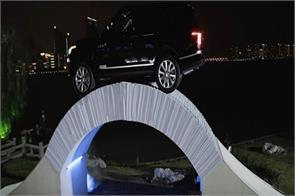 the range rover spent to bridge the paper see the video