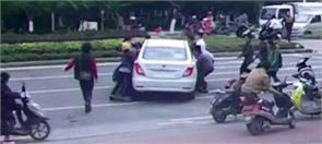 lift car to save trapped cyclist