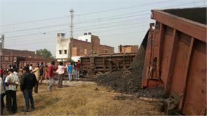 boxcar broken couplings 25 coaches derailed