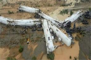 train carrying sulphuric acid derails in australia