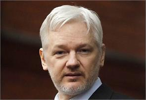 ecuador cut off julian assange s nternet access