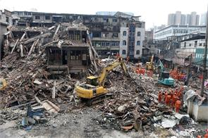 father s last embrace saves girl in china building collapse