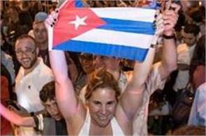 around the world fidel castro sister will not go to his funeral in cuba