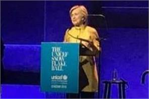 hillary clinton makes surprise appearance at unicef snowflake ball