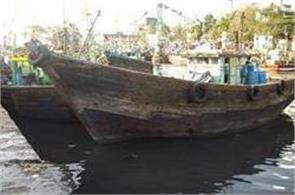 pakistan has arrested 65 indian fishermen and 13 boats seized