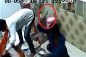 thief attack on shopkeeper