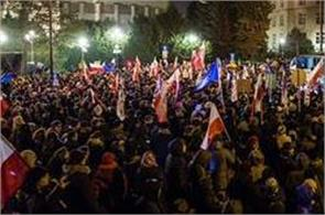 protesters closed all the way to parliament  in poland