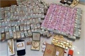 millions of new notes and 32 kg gold seized