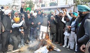 congressmen burnt effigies of modi and irani