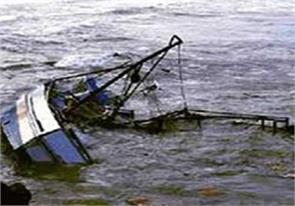 indian navy sank the boat fire