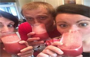 british couples serveup placenta pizza and cocktail in dinner party