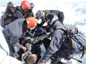 army rescued russian skier in gulmarg