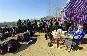 chinese man staged his own fake funeral just people care turn up