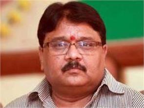 akhilesh yadav remove ministers involved in making money reader