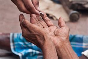 beggar hits jackpot winning rs 65 lakh lottery