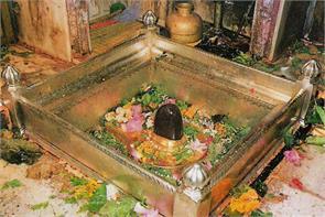 kashi vishwanath temple is one of twelve jyotirlingas golden parasol is watching every fulfilled