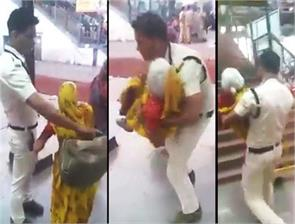 ujjain policeman holds woman in her arms at railway station