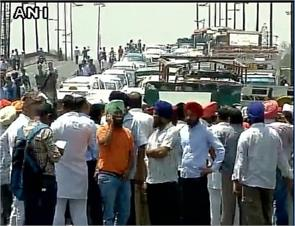 angry taxi drivers fragmented crpf deployed