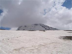 summer tourist rohtang pass rafting
