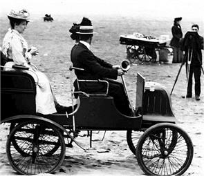 p 100 year old people used to see how holiday enjoy