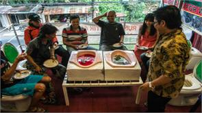 indonesian toilet cafe serves stomach churning food