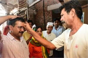 kejriwal visits somanth temple with family