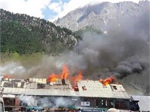8 shops gutted in fire at sonmarg