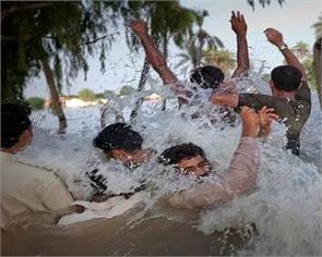 taking a vehicle procession in pakistan hit by floods 20 killed