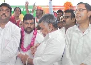 mulayam blow he joined former sp joined bjp district president