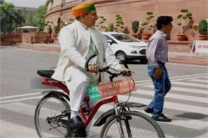 minister left the bicycle ride now the red light in the car when traveling