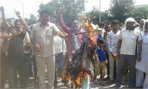 protesting against kher burnt effigies