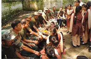 raksha bandhan celebrated on suchetgarh border