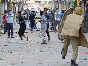 pakistan hits back at indias human rights record