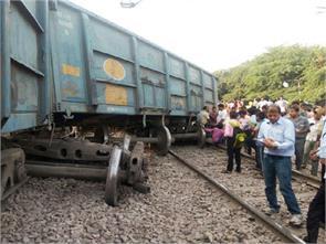 agra train track delhi howrah