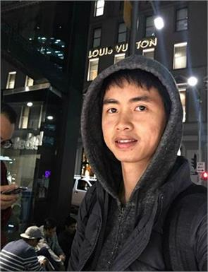 is dedicated apple fan world man flew bangkok sydney sat rain 18 hours buy new iphone 7