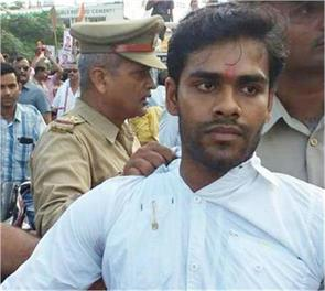 rahul gandhi who threw a shoe at the bail plea rejected