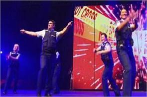 new zealand police dance on   munni badnam hui song