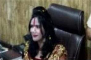 delhi radhe maa is sitting on the chair of sho